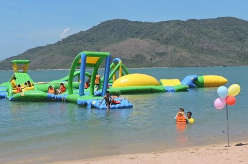 Vinpearl Land Nha Trang ra mắt công viên phao nổi lớn nhất thế giới