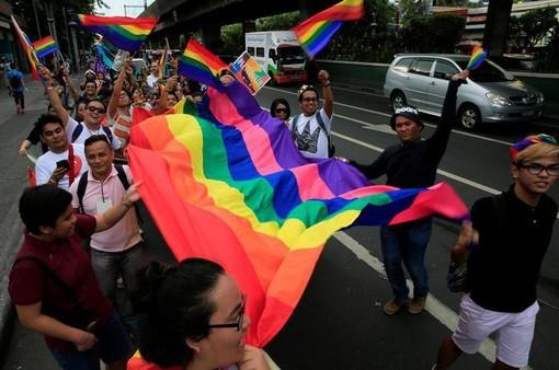 Hàng nghìn người diễu hành ủng hộ cộng đồng LGBT tại Mỹ