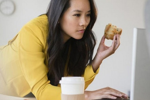 Những thói quen tại cơ quan ảnh hưởng đến sức khỏe