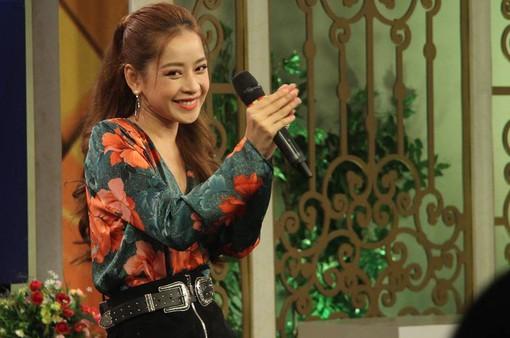"""Giữa bão tranh cãi, Chi Pu tự tin hát live """"Cho ta gần hơn"""" trên sóng VTV"""