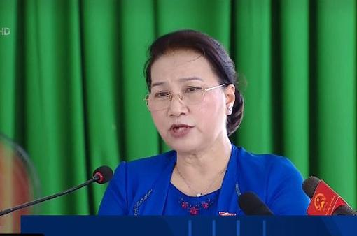 Chủ tịch Quốc hội tiếp xúc cử tri Cần Thơ