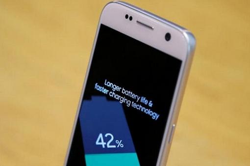 Đã đến lúc pin của smartphone tự nạp năng lượng mặt trời