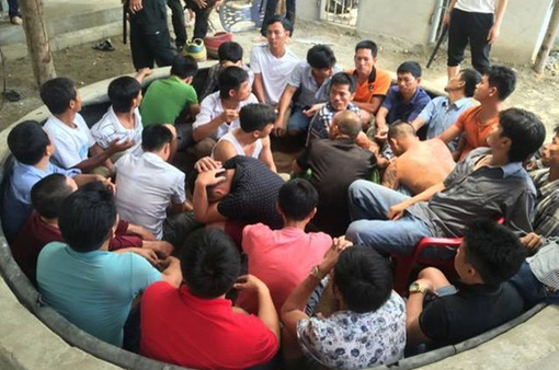 Hà Tĩnh: Phá tụ điểm đá gà ăn tiền, bắt giữ hơn 60 đối tượng