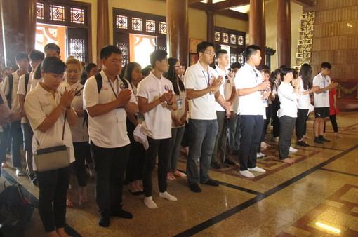 Đoàn đại biểu thanh thiếu niên kiều bào thăm địa đạo Củ Chi