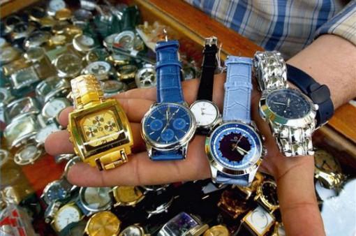 """Thủ đoạn """"phù phép"""" đồng hồ nhái thành... đồng hồ chính hãng"""