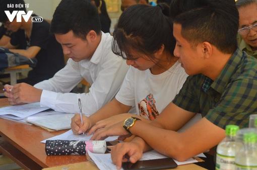 Nhiều trường Đại học chào đón tân sinh viên nhập học