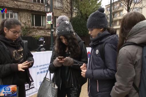 Pháp cấm học sinh mang điện thoại đến trường