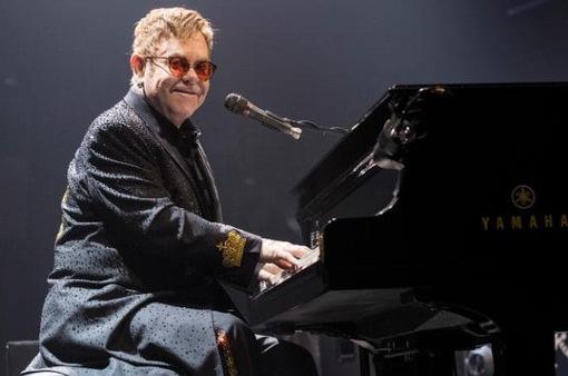 Elton John nhập viện vì nhiễm virus siêu hiếm