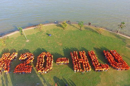 Hơn 1.000 cựu sinh viên Khóa 20 Đại học Luật Hà Nội hội ngộ