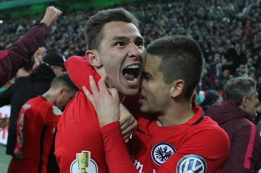 Bán kết cúp quốc gia Đức: Frankfurt thắng kịch tính M'glagbach