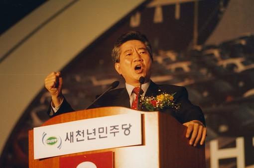 """Phim về cố Tổng thống Hàn Quốc gây """"bão"""" phòng vé"""