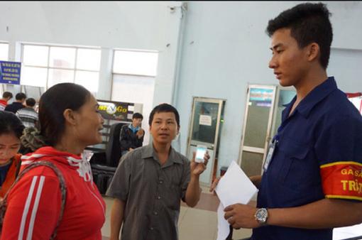 Từ 15/12, triển khai soát vé tự động tại ga Hà Nội, Sài Gòn