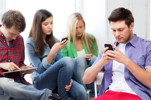 """Lướt smartphone liên tục, coi chừng """"ngón tay cò súng"""""""