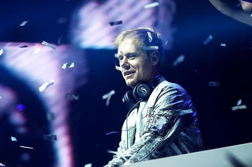 """""""Bùng nổ"""" buổi biểu diễn của DJ số một thế giới Armin Van Buuren"""