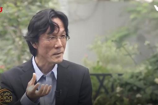 Gặp giáo sư người Nhật thích ăn rau muống xào và cà muối Việt Nam