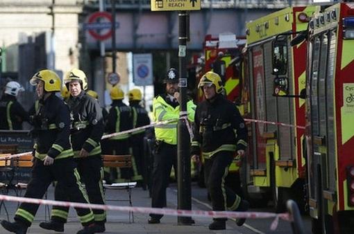 Vụ nổ tàu điện ngầm ở Anh: 2 nghi can được thả