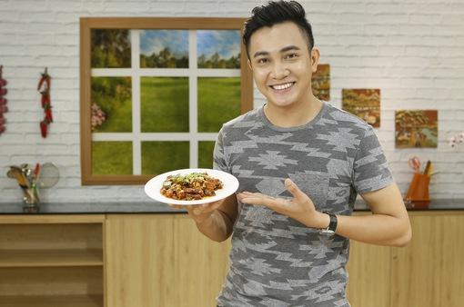 Nguyên Bảo dẫn đầu danh sách trai đẹp của showbiz siêng vào bếp