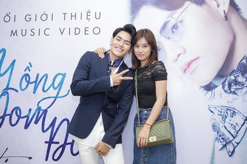 """Hoàng Yến Chibi rạng rỡ đến chúc mừng Tino ra mắt MV """"Đèn lồng đom đóm"""""""