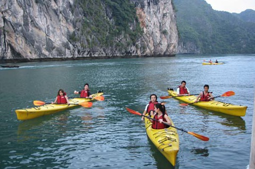 Từ 1/5 được chèo thuyền kayak trên Vịnh Hạ Long