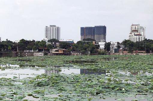 """Hà Nội: Biệt thự, nhà hàng """"mọc"""" trái phép ở hồ Đầm Trị"""
