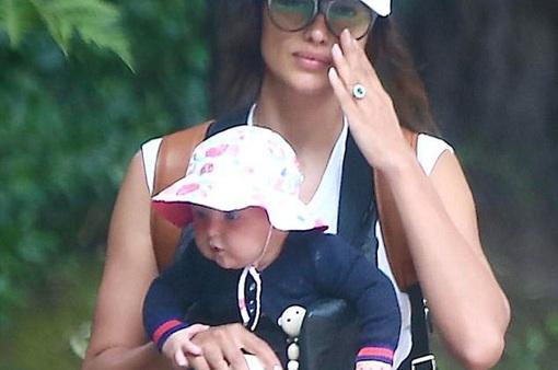 Irina Shayk lần đầu lộ diện con gái nhỏ