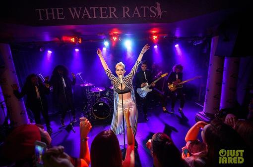 Bất chấp những lo ngại về khủng bố, Katy Perry vẫn tưng bừng biểu diễn tại Anh