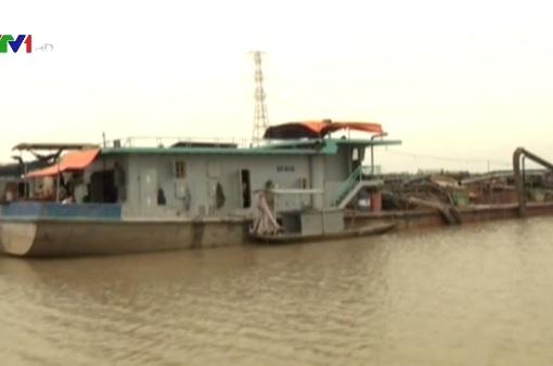 Bắt giữ 3 tàu khai thác cát trái phép