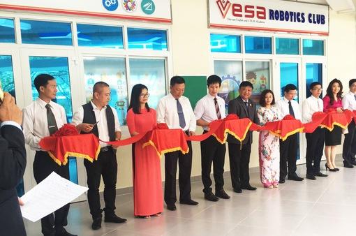 """Trường THCS Nguyễn Văn Tố ra mắt sân chơi khoa học """"VESA Robotics Club"""""""