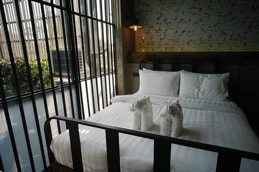 Trải nghiệm khách sạn nhà tù ở Bangkok