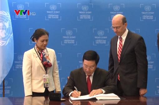 Hơn 50 nước ký Hiệp ước cấm vũ khí hạt nhân