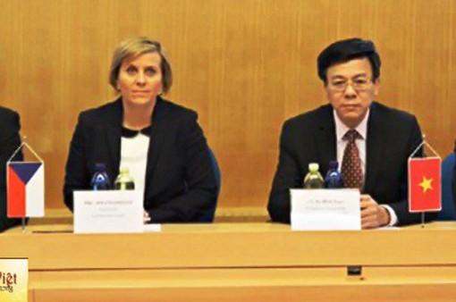 Tháo gỡ khó khăn trong tuyển dụng lao động Việt Nam sang Czech