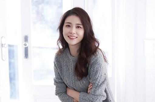 Lee Bo Young trở lại màn ảnh nhỏ với hình tượng mạnh mẽ