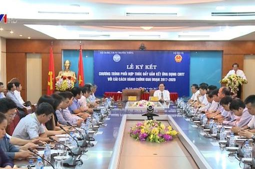 Bộ TT - TT và Bộ Nội vụ ký kết thúc đẩy cải cách hành chính