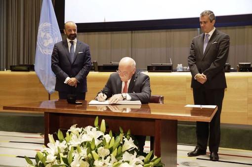Hàng chục nước ký hiệp ước cấm vũ khí hạt nhân