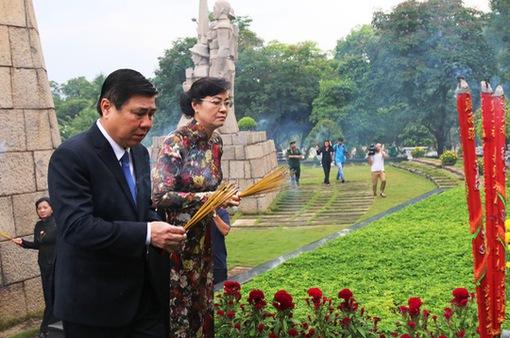 Lãnh đạo TP.HCM dâng hương tưởng niệm anh hùng liệt sĩ