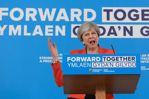 Thủ tướng Anh lên án vụ nổ bom tại Manchester Arena