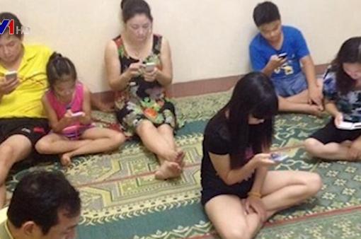 Thế giới mạng khiến mối quan hệ gia đình ngày càng lỏng lẻo