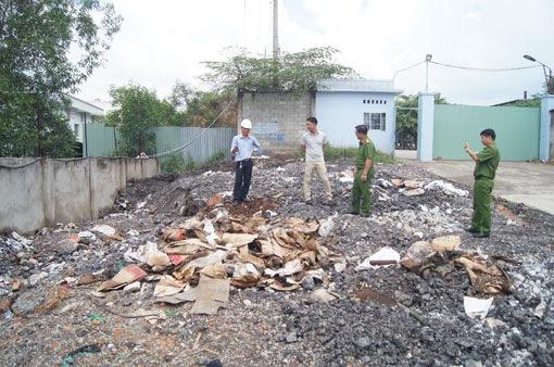 Bình Dương phát hiện doanh nghiệp đổ xỉ sắt thép nguy hại ra môi trường