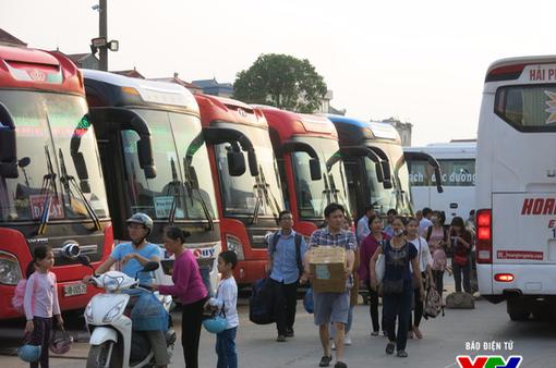 Hà Nội: Lượng khách tại các bến xe tăng đột biến trong ngày đầu nghỉ lễ