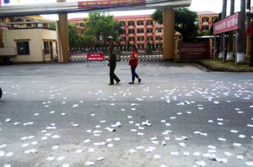Công an triệu tập nam thanh niên lạ mặt rải phao thi trước cổng trường
