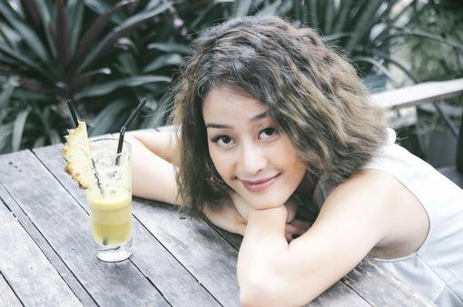MC Phí Linh: Mẹ từng khóc vì tôi đi biền biệt và từng không muốn tôi trở thành MC