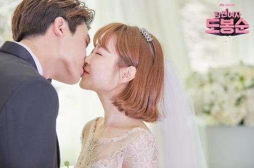 Park Bo Young là chuyên gia... đóng cảnh hôn