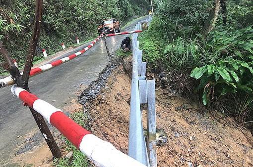 Quốc lộ 16 qua Nghệ An báo động đỏ do sạt lở