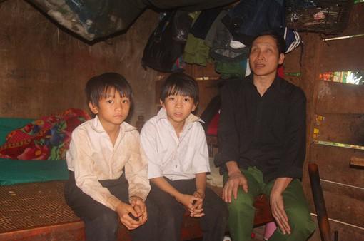 Bố ung thư, ông bị mù, ba đứa trẻ mơ một bữa cơm có thịt