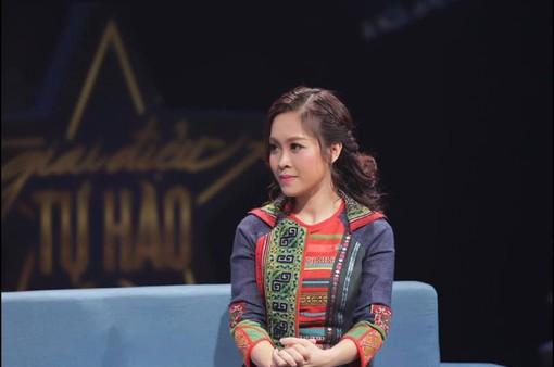 Giai điệu tự hào: MC Hoàng Trang và những hình ảnh không có trên sóng