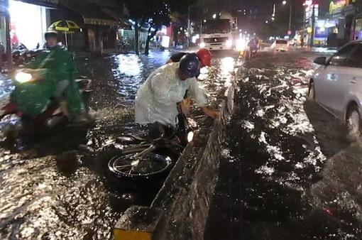 Người dân khổ vì tai nạn ở những điểm ngập
