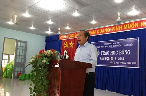 PTT Trương Hòa Bình thăm và tặng quà nhân dân vùng căn cứ Cách mạng