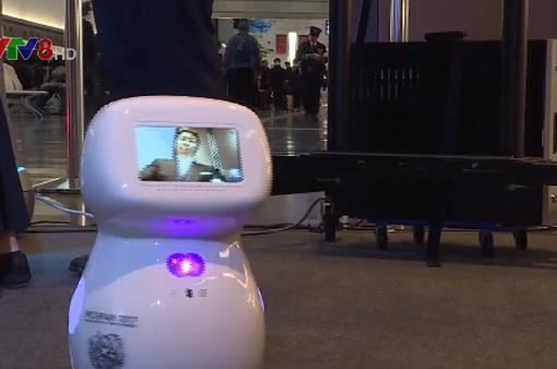 Nhật Bản tăng cường robot phục vụ tại sân bay