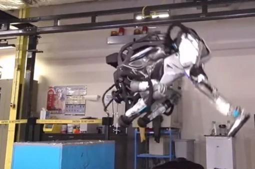 Độc đáo robot vận động viên có thể nhào lộn