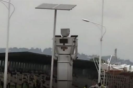 Robot chỉ đường sử dụng năng lượng Mặt Trời